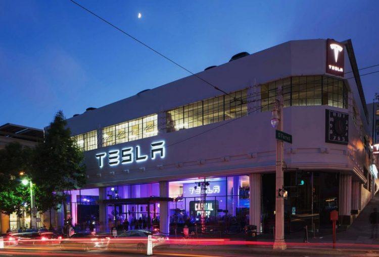 Tesla удалось загод продать больше 100 тысяч электрокаров