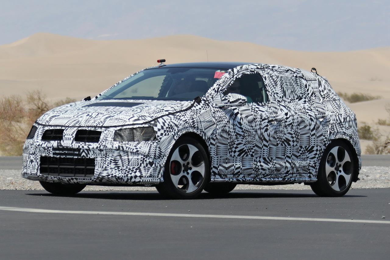 Улучшенный седан VW Polo засняли впроцессе тест-драйва