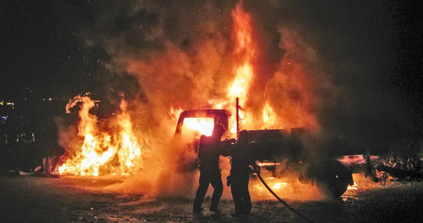 ВМахачкале после столкновения с Порш Cayenne сгорела Газель