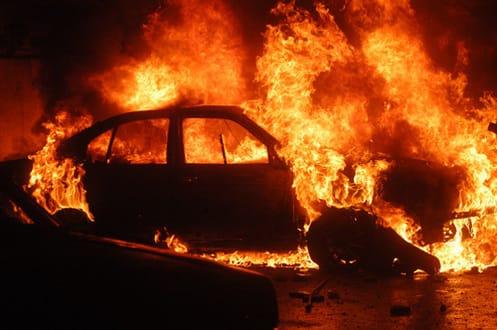 ВЧереповце намосту сгорела иностранная машина