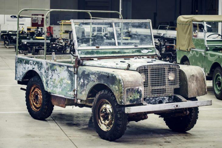 Один из первых Land Rover нашли неподалеку от завода производителя