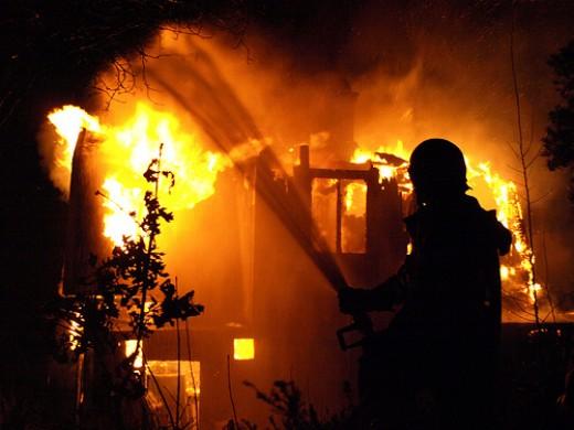 ВЛенобласти после тушения пожара отыскали обгоревшие тела бездомных