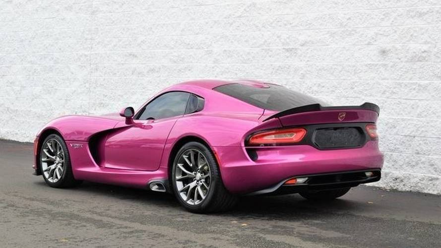 ВСША за $155 тыс. реализуют эксклюзивный розовый Dodge ViperGT