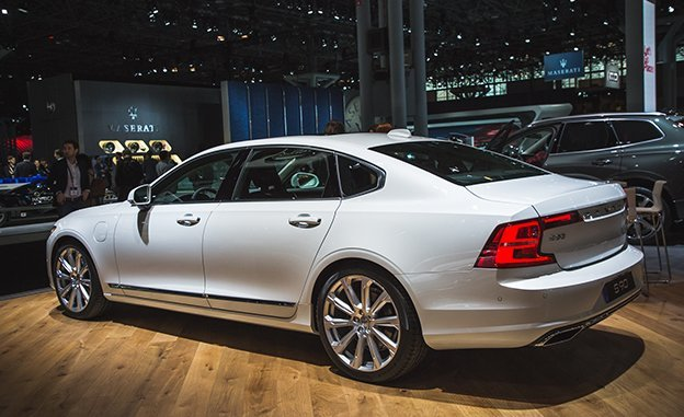 «Умный» автомобиль Вольво S90 будет проводить собеседования с претендентами надолжность механика