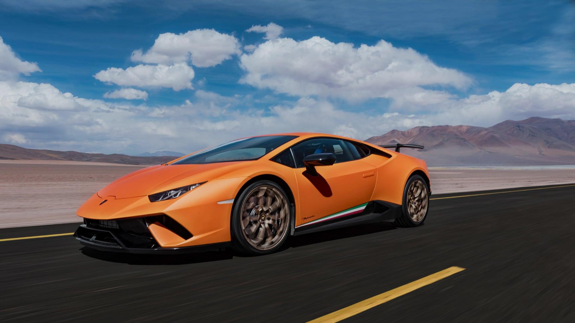 Навидео продемонстрирована эволюция автомашин Lamborghini с1963 года