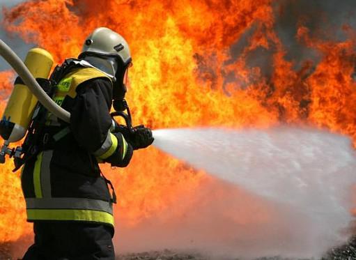 ВПетербурге сосед спас женщину изгорящей квартиры