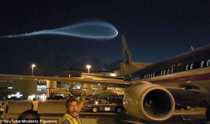 Вглобальной паутине появилось видео НЛО внебе над аэропортом США