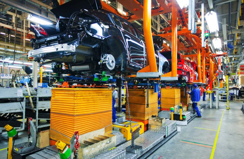 В РФ снизилось производство легковых авто