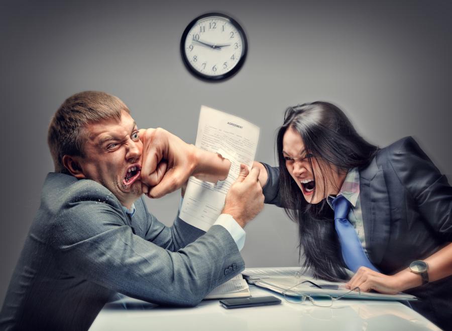 Психологи: Женщины стресс «заедают», амужчины— «запивают»