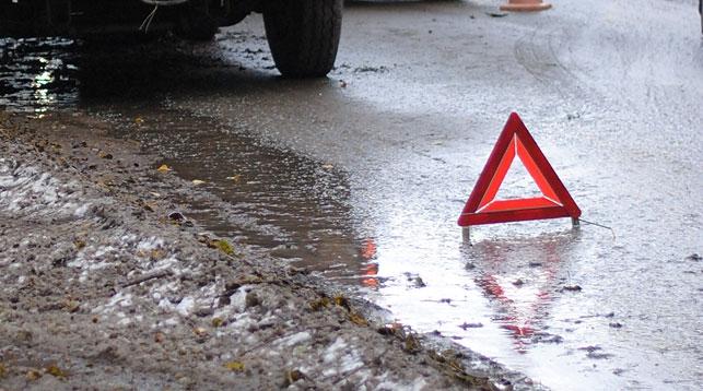 ВЧереповце Ниссан врезался вМАЗ иМатиз, ранены 2 человека