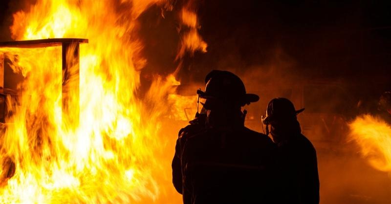 Десять человек спасли впроцессе пожара вмногоэтажке наюго-востоке столицы