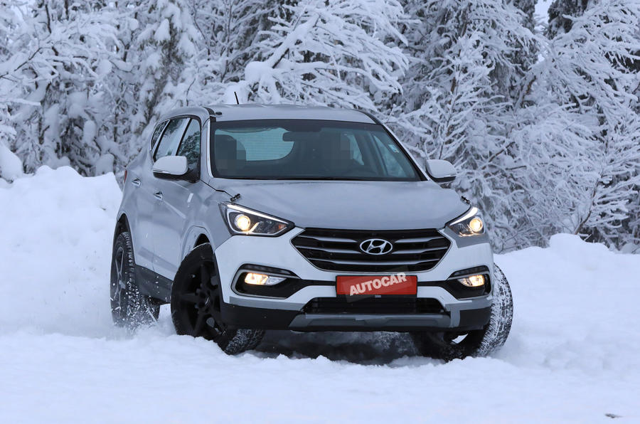 Kомпания Hyundai вывела на тесты свой новый кроссовер Genesis