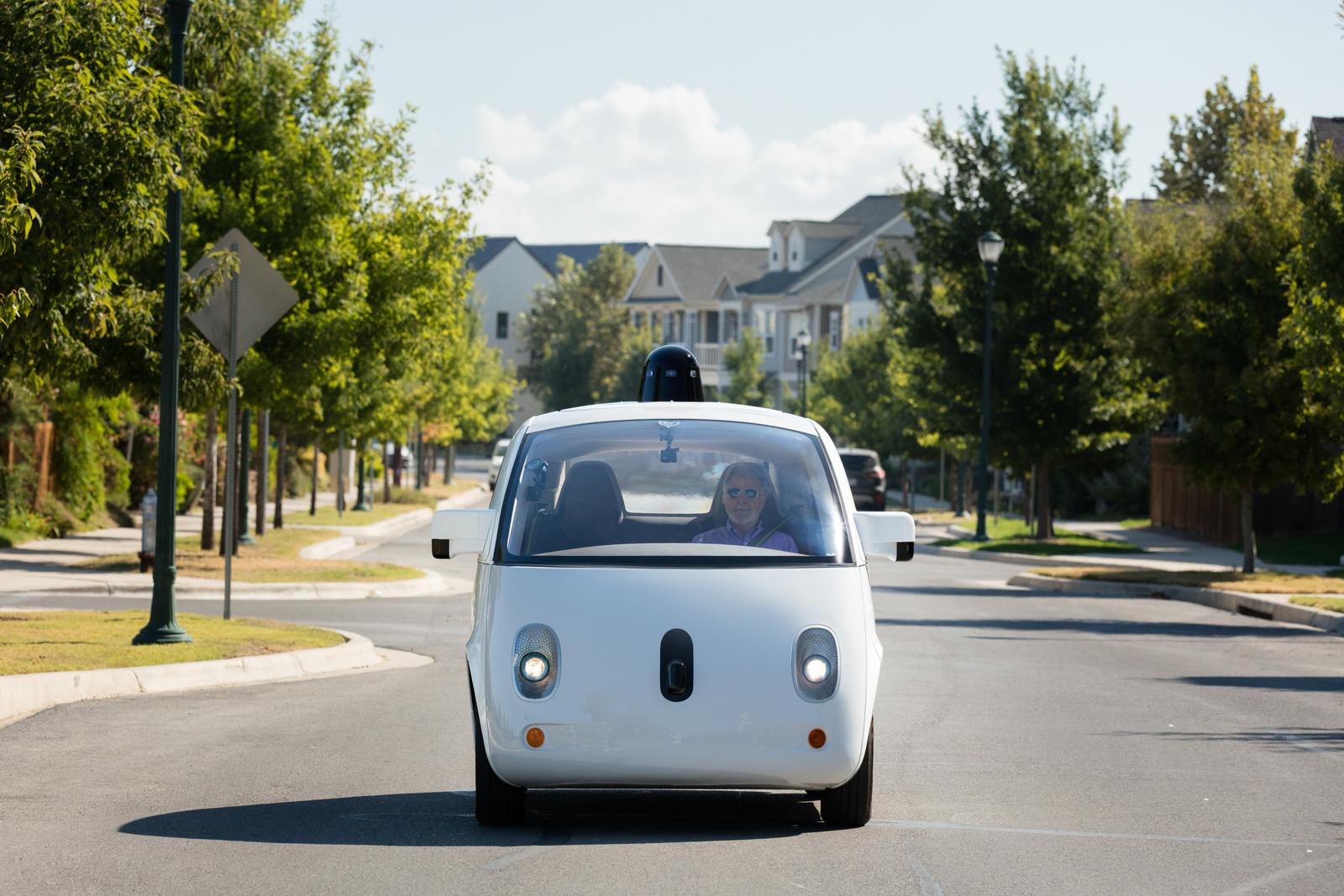 Беспилотные автомобили Waymo оказались самыми самостоятельными