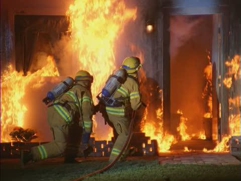 Мужчина умер напожаре рано утром вобщежитии Новосибирска