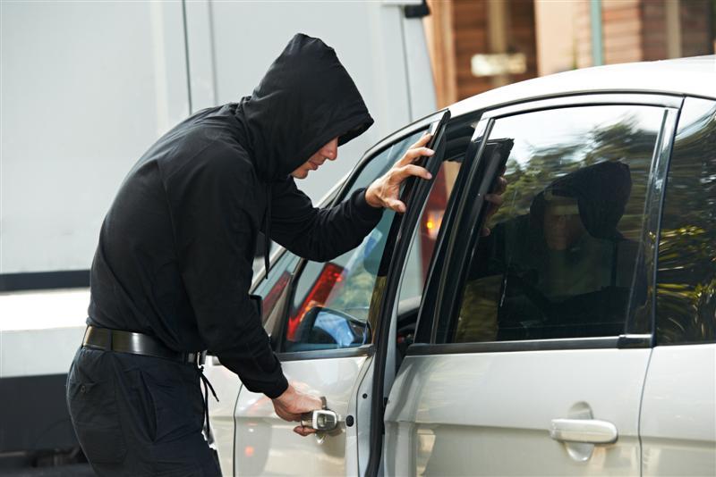 Самым распространённым способом угона автомобиля является его грубый взлом— МВД