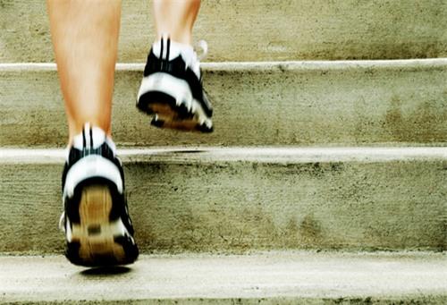 Ученые поведали, сколько нужно ходить полестнице для улучшения здоровья