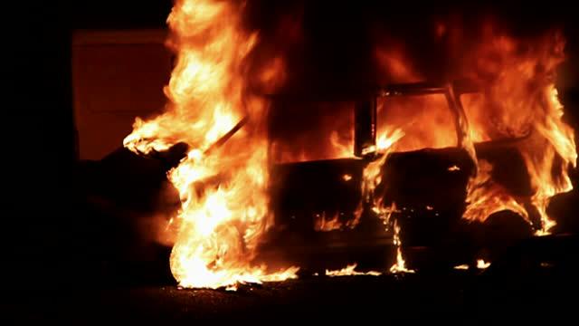 ВНовоуральске после столкновения с Тойота загорелась пассажирская «Газель»