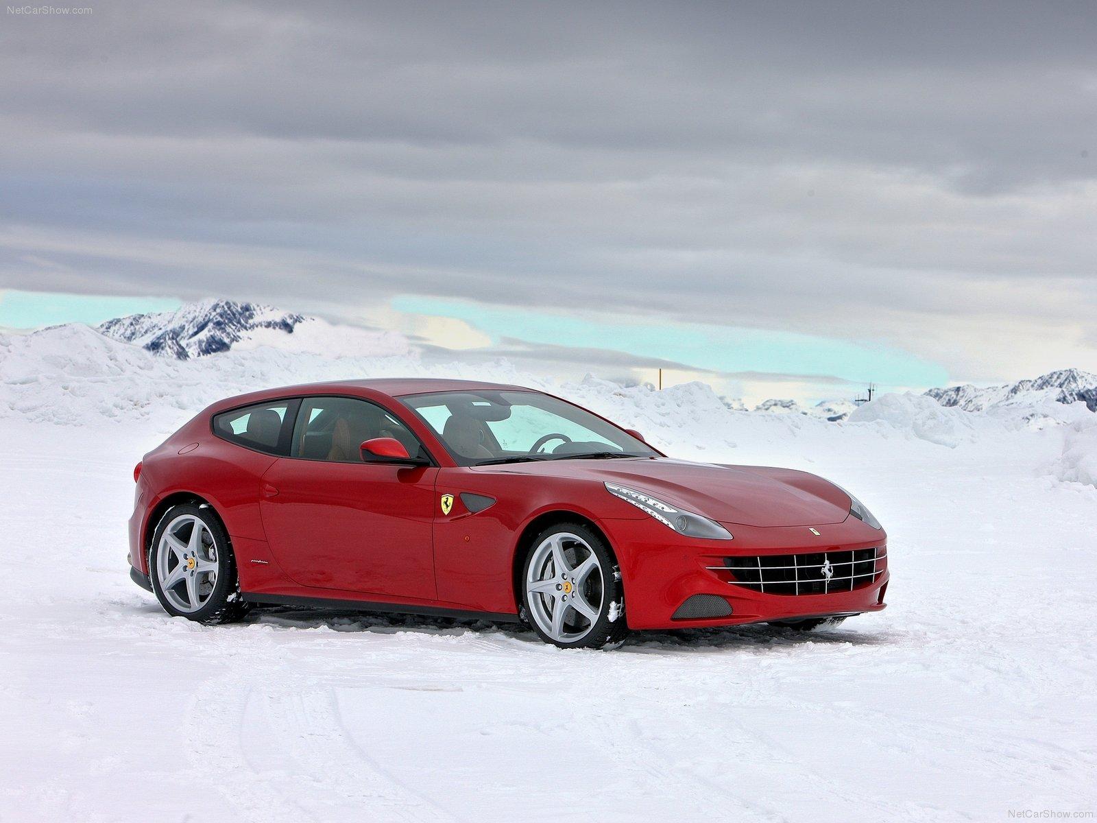 СМИ показали разгон Ferrari GTC4 Lusso на заснеженной трассе
