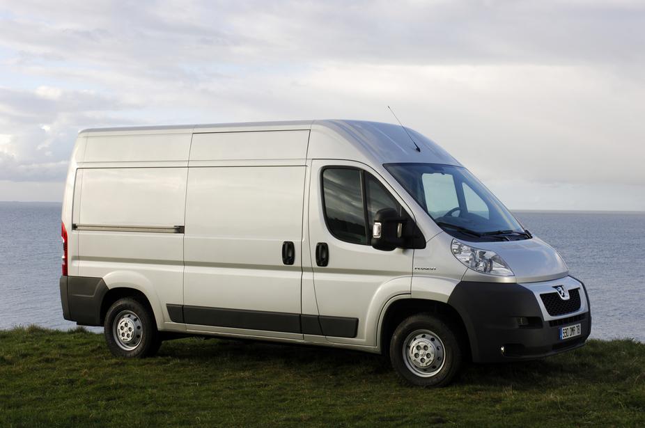 Peugeot (Пежо) представляет обновленные модели коммерческого транспорта вРоссии.
