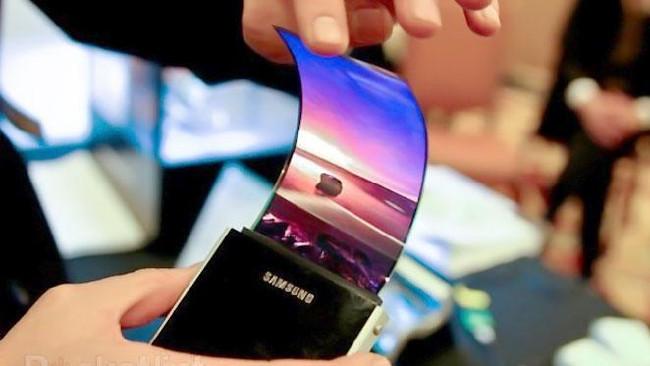 Первые гибкие мобильные телефоны Самсунг могут выйти вконце этого года