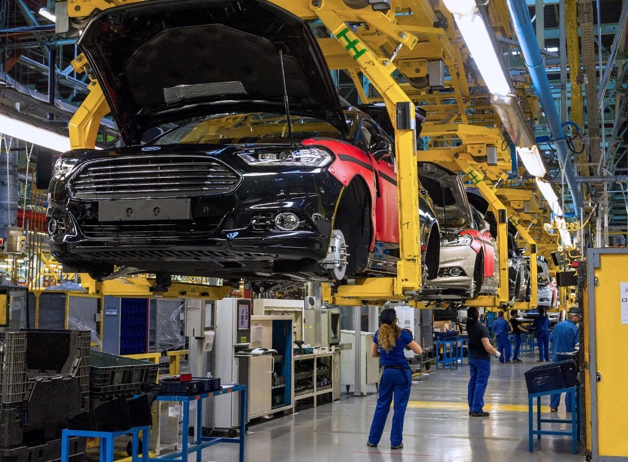 Форд небудет уменьшать инвестиции впроизводство авто в РФ