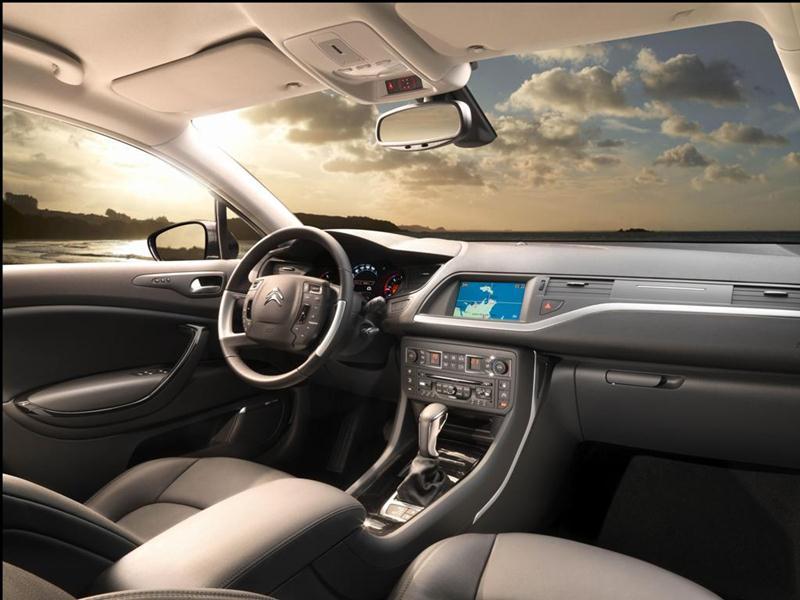 Citroen показал рендеры нового седана C5