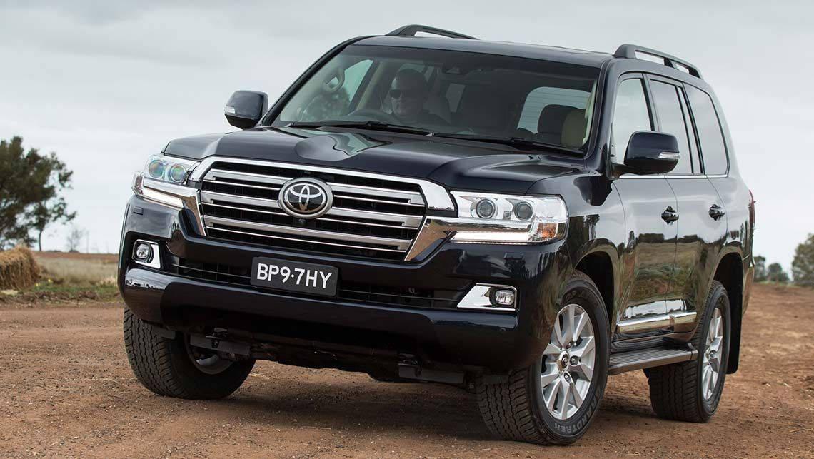 Тойота замесяц продала в РФ вседорожников на7,6 млрд руб.