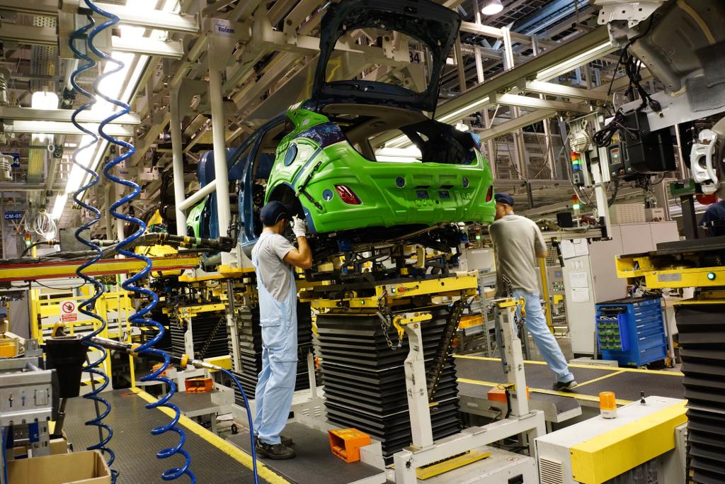 Производство петербургских автозаводов всередине зимы  возросло в  2,4 раза
