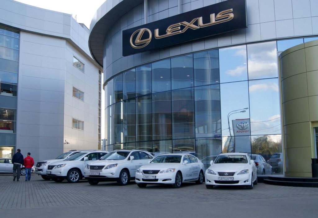 Лексус объявил спецпредложения напокупку собственных моделей вмарте