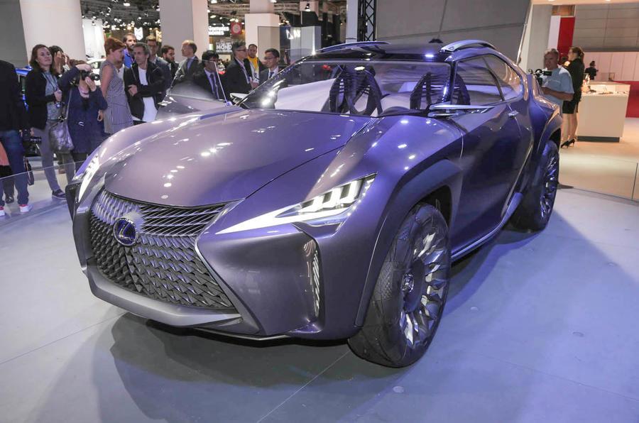 Компания Lexus собирается выпустить новый кроссовер UX