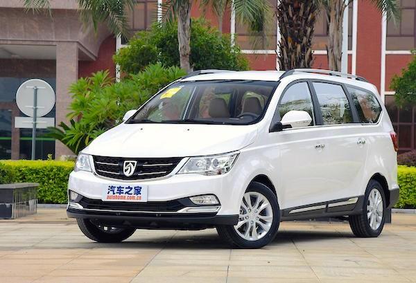 Производители снизили цену нарестайлинговый минивэн Baojun 730