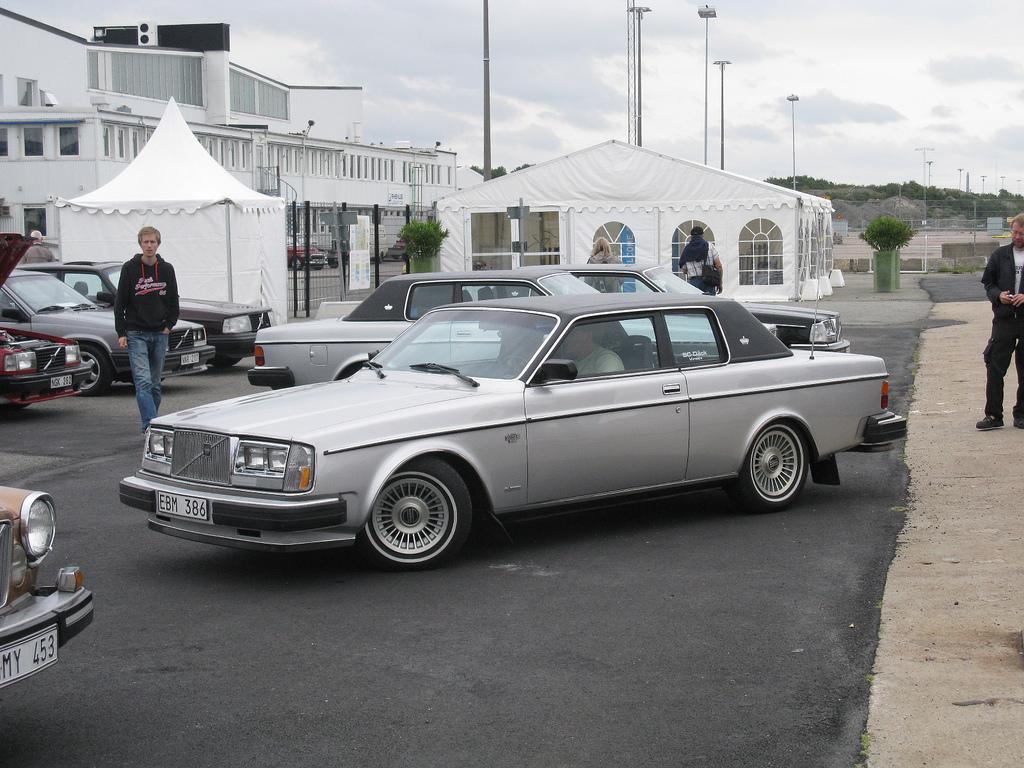 Модель Вольво 262 Coupe празднует свое 40-летие