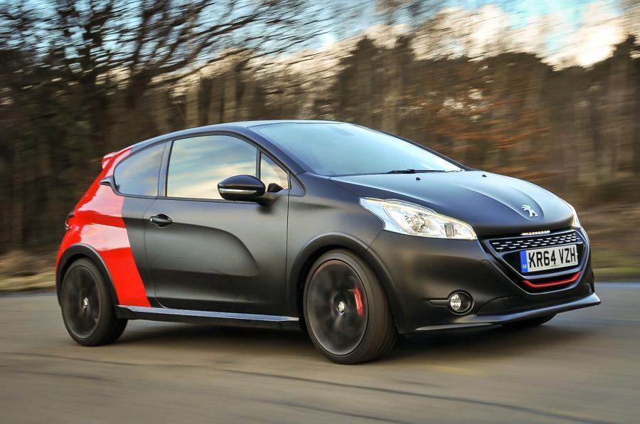 Peugeot 208 нового поколения впервые замечен на тестах