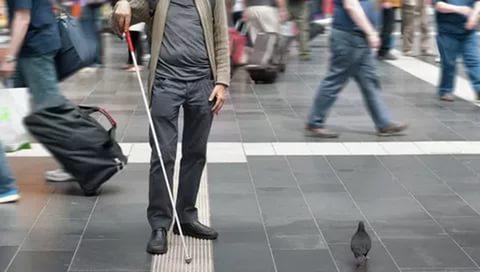 Ученые: Мозг слепых людей обостряет ихслух, осязание иобоняние