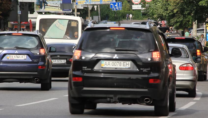 Продажи авто наукраинском рынке весной увеличились практически наполовину