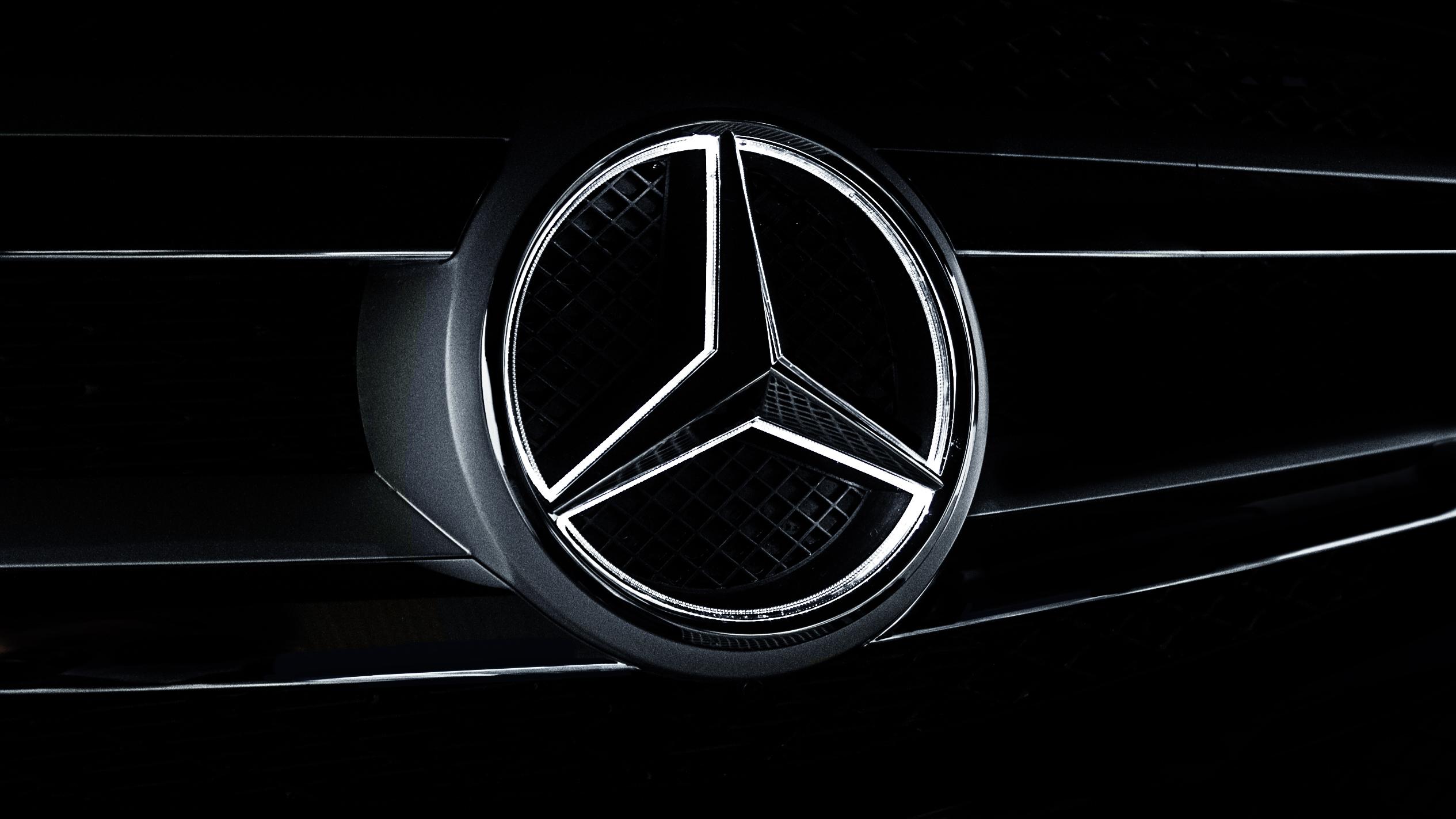 ТОП-5 трюков сучастием автомобилей Mercedes-Benz показали навидео