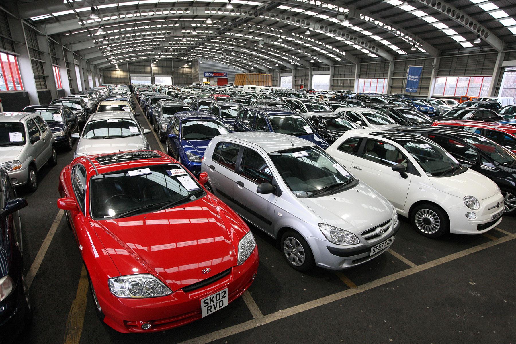 Урал стал руководителям потемпам роста продаж новых автомобилей