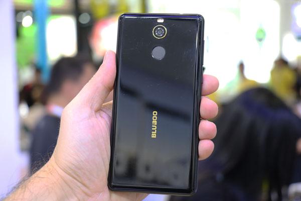 Цена безрамочного телефона BLUBOO D5 PRO составит приблизительно 100$