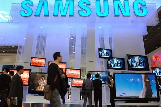 Самсунг получила патент наголографический смартфон сосворачивающимся дисплеем