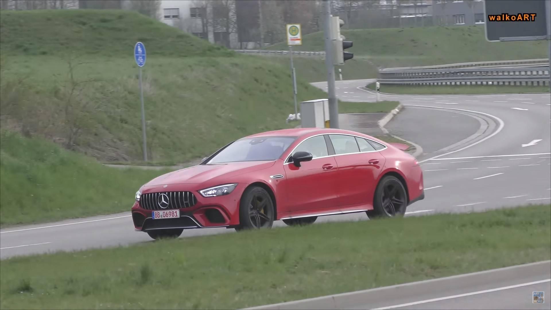 Вглобальной web-сети появились фотографии нового Mercedes-AMGGT 4-Door Coupe
