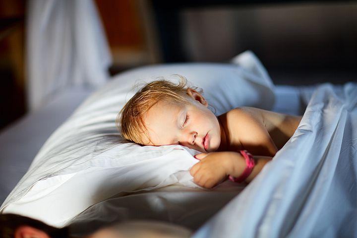Ученые: Нехватка сна вдетстве может привести кожирению