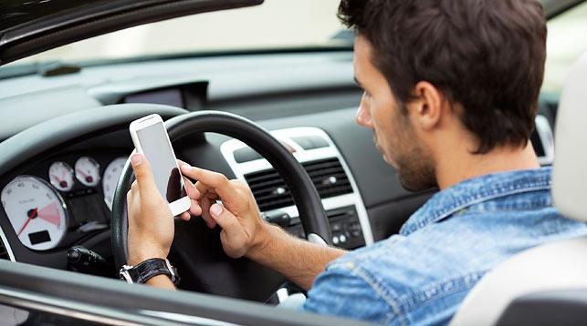 В88% поездок водители используют мобильные телефоны  — специалисты