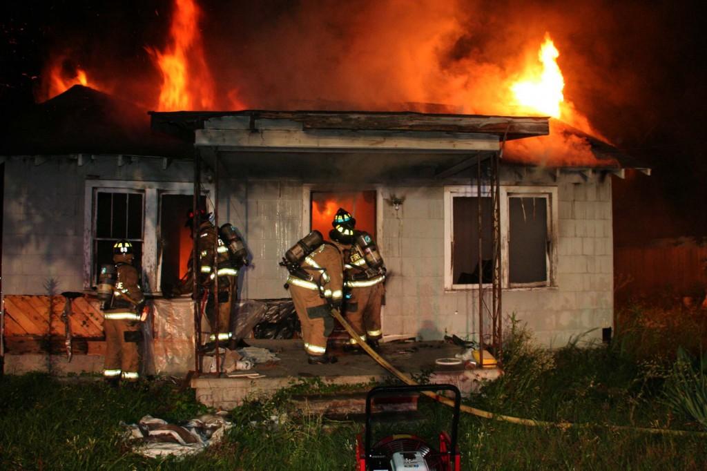 ВВологодской области впроцессе пожара погибли женщина иребенок