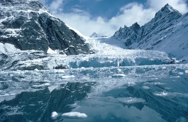 Глобальное потепление образовало в Антарктиде реки и озера