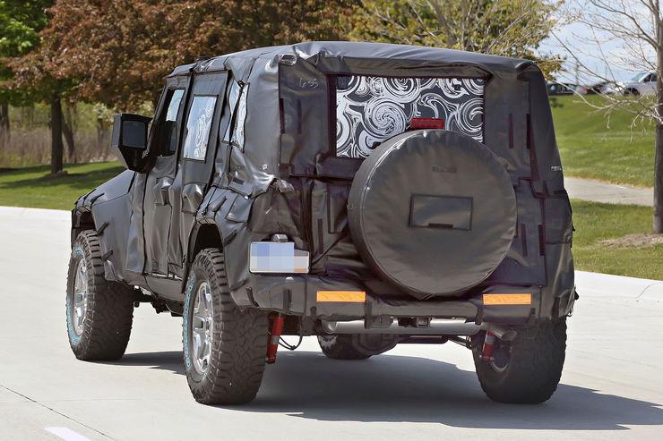 Прототип нового Jeep Wrangler остановили запроезд на«красный»