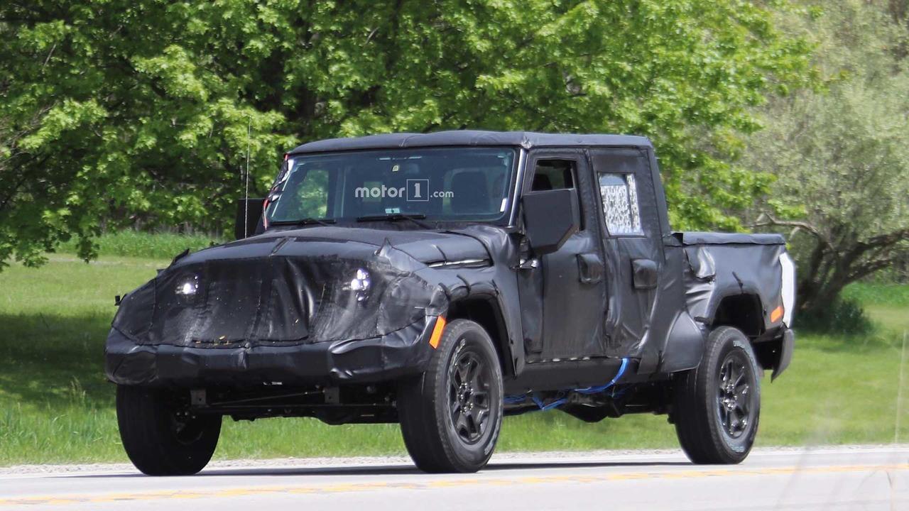 Вглобальной web-сети появились шпионские фото пикапа Jeep Scrambler