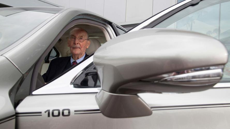 Лексус создал особый седанLS для 100-летнего клиента