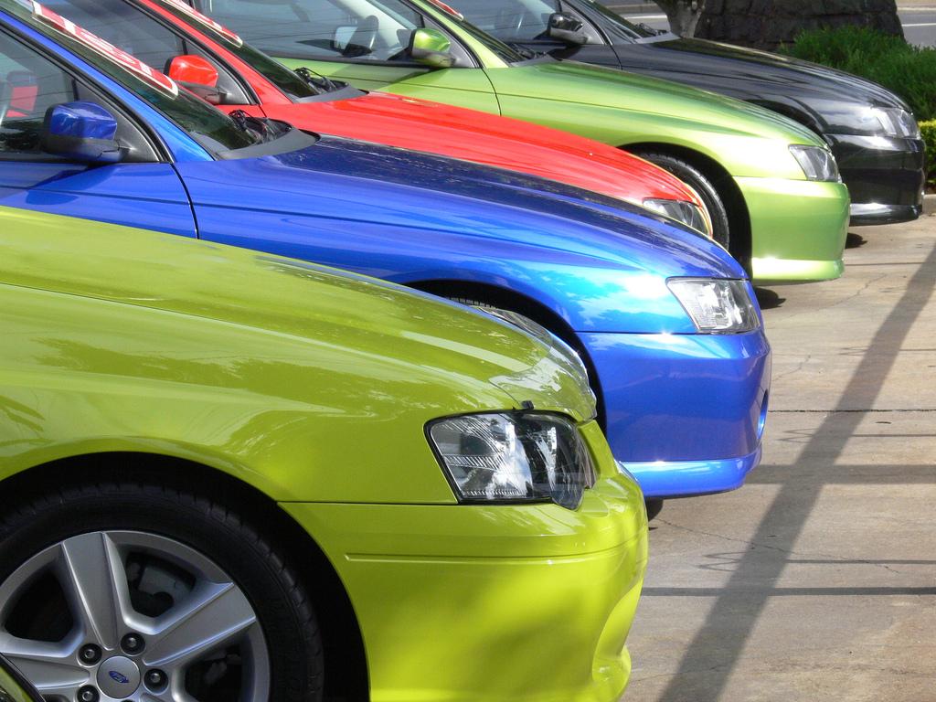 Жители России потратили напокупку новых авто полтриллиона рублей