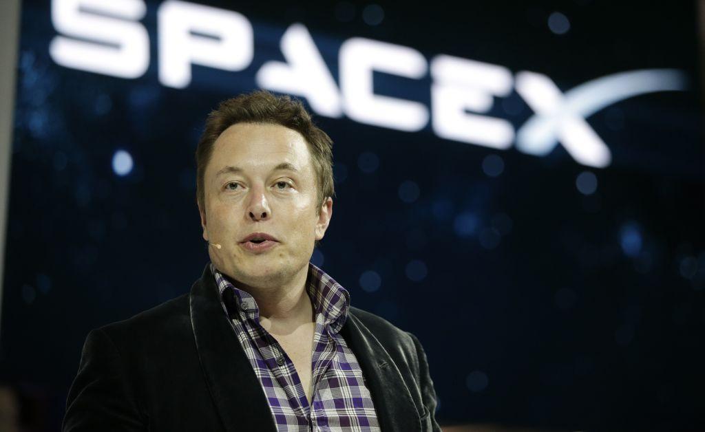 Помнению Илона Маска самостоятельные беспилотные автомобили появятся через два года