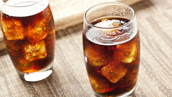 Ученые увидели мировую угрозу для человечества в доступных газированных напитках
